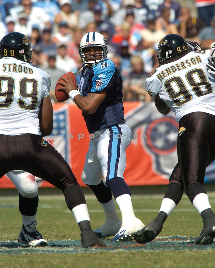 Steve McNair during the Jaguars at Titans game on September 26, 2004...David Durochik / SportPics