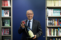 "I had lunch the other day with Sandro Boscaini of Masi, the Italian Amarone producer, at Manhattan's Alto restaurant. Boscaini has a bit of that same mischievous twinkle in his eye that the late William F. Buckley, Jr. had (which David Remnick memorably described as ""the eyes of a child who has just . Milano 30 maggio 2018. Presentazione del libro di Kate Singleton per Mondadori. "" Mister Amarone "" © Leonardo Cendamo"