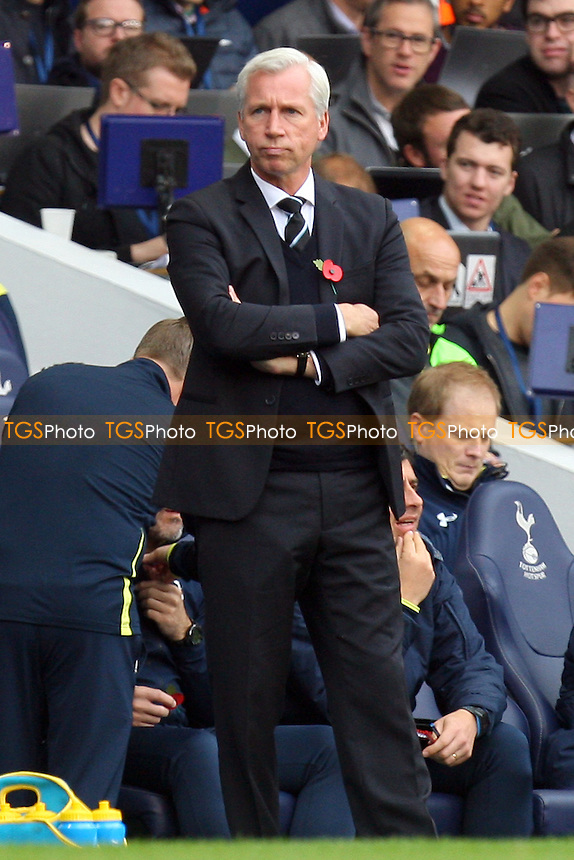 Newcastle United manager Alan Pardew - Tottenham Hotspur vs Newcastle United - Barclays Premier League action at the White Hart Lane Stadium on 26/10/2014 - MANDATORY CREDIT: Dave Simpson/TGSPHOTO - Self billing applies where appropriate - 0845 094 6026 - contact@tgsphoto.co.uk - NO UNPAID USE