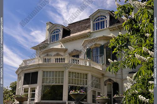 Toronto Spadina museum building Summer villa mansion Victorian style architecture under blue summer sky
