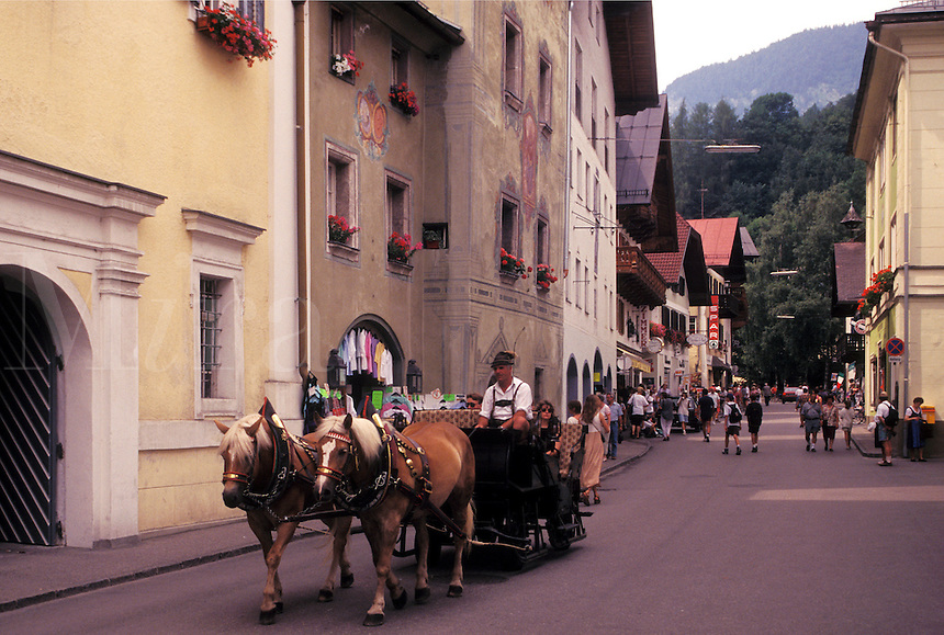 Austria, St. Wolfgang, Salzkammergut, Oberosterreich, Horse drawn carriage along the street in the resort town of Saint Wolfgang.