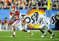 Jan. 1, 2011; Glendale, AZ, USA; Oklahoma Sooners wide receiver (85) Ryan Broyles runs the ball in the first half against the Connecticut Huskies in the 2011 Fiesta Bowl at University of Phoenix Stadium. Mandatory Credit: Mark J. Rebilas-