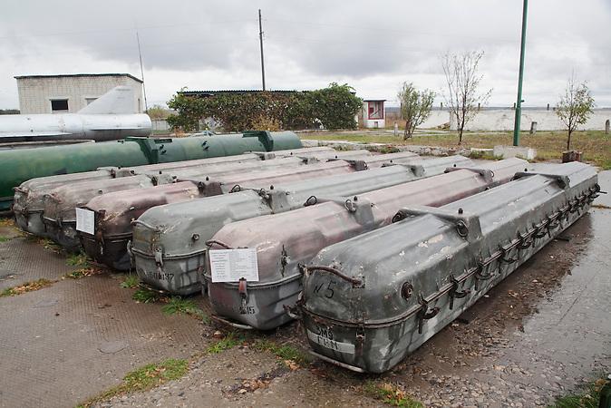 Raketen 3M9M3, Kaliber 330 mm, Zielkreis 3-25 km,weight 630 kg, von 1976 / Missiles 3M9M3, caliber 330 mm, range of target 3-25 km,weight 630 kg, on defense from 1976.