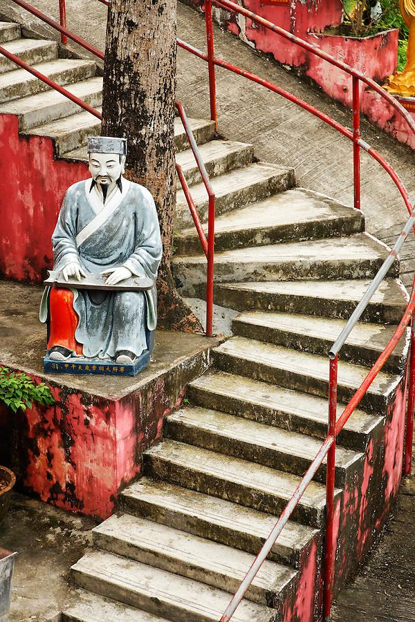 Statue of a sitting man along trail to Ten Thousand Buddhas, Sha Tin, New Territories, Hong Kong SAR, People's Republic of China, Asia