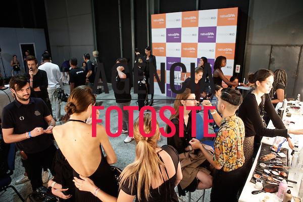 Rio de Janeiro, Brasil – 1101/2012 - Backstage do desfile de Melk Z-Da durante o Fashion Rio  -  Inverno 2012. Foto : Rafael Canas / Agência Fotosite