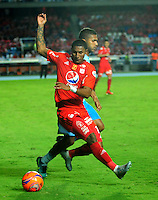 CALI - COLOMBIA -23 - 02 - 2017: Juan Camilo Angulo (Izq) jugador de America, disputa el balón con Anderson Machado (Der.) jugador de Jaguares F.C., durante partido America de Cali y Jaguares F.C., por la fecha 5 de la Liga Aguila I 2017 jugado en el estadio Pascual Guerrero de la ciudad de Cali. / Juan Camilo Angulo (L) of player of America, vies for the ball with Anderson Machado (R) player of Jaguares F.C., during a match between America de Cali and Jaguares F.C., for the date 5 of the Liga Aguila I 2017 at the Pascual Guerrero stadium in Cali city. Photo: VizzorImage / Nelson Rios / Cont.
