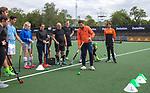 AMSTELVEEN - Deloitte  NK Studentenhockey.  Hockeyclinic olv Valentin Verga namens B&P College. COPYRIGHT KOEN SUYK