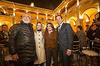 Quer&eacute;taro, Qro. 7 de diciembre de 2015.- Convive el gobernador del Estado, Francisco Dominguez con la comunidad de artistas del estado durante un brindis ofrecido en las instalaciones del IQCA.<br /> Foto: Demian Ch&aacute;vez.