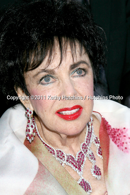 "LOS ANGELES - NOV 1:  Elizabeth Taylor arriving at the Product Launch party for House of Taylor"" and ""Elizabeth"" lines of jewelry at Geary's on November 1, 2007 in Beverly Hills, CA"