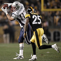 PITTSBURGH, PA - OCTOBER 30:  Rob Gronkowski #87 of the New England Patriots catches a pass in front of Ryan Clark #25 of the Pittsburgh Steelers during the game on October 30, 2011 at Heinz Field in Pittsburgh, Pennsylvania.  (Photo by Jared Wickerham/Getty Images)