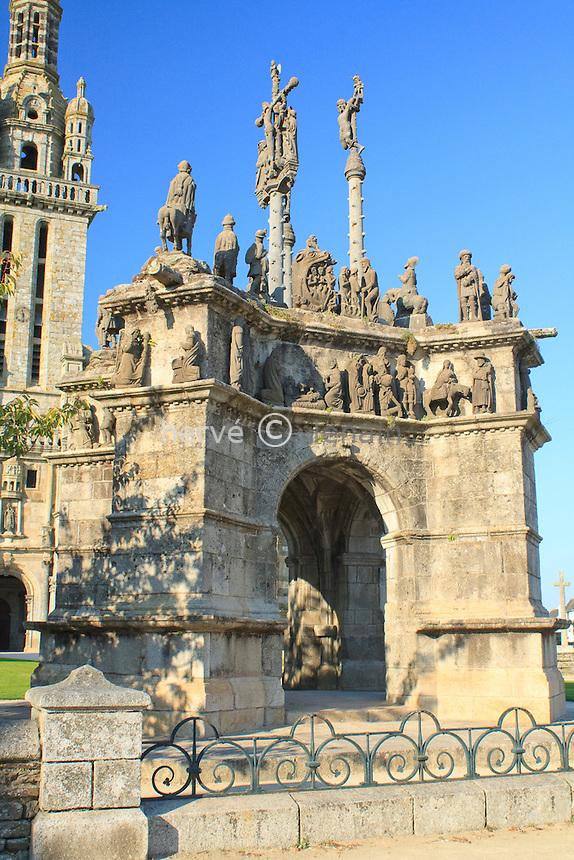 France, Finistère (29), Pleyben,  le calvaire dans l'enclos paroissial // France, Finistère, Pleyben, the Calvary in the Parish close