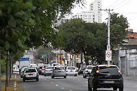 ATENCAO EDITOR: FOTO EMBARGADA PARA VEICULOS INTERNACIONAIS - SAO PAULO, SP, 10 DE NOVEMBRO 2012 - TRANSITO SP - Transito moderado na av Rudge altura do Viaduto Orlando Murgel sentido Av Rio Branco-Centro, na manha desse sabado, 10. Bom Retiro, Zona central da capital   - FOTO LOLA OLIVEIRA - BRAZIL PHOTO PRESS