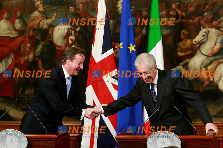 David Cameron e Mario Monti scherzano. David Cameron and  Mario Monti make a joke..Roma 13/11/2012 Palazzo Chigi. Conferenza stampa al termine dell' incontro del Presidente del Consiglio italiano con il Premier inglese..Italian Premier meets the UK premier..Photo Samantha Zucchi Insidefoto