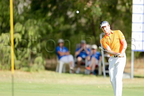 28.02.2016. Perth, Australia. ISPS HANDA Perth International Golf. Brett Rumford (AUS) chips on to the 17th green during his final round.