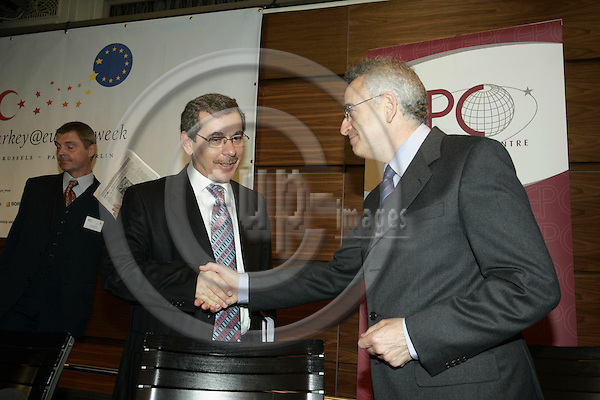 BRUSSELS - BELGIUM - 03 OCTOBER 2006 -- Policy Dialogue: Europes challenges and Turkeys role, organized by EPC and TÜSIAD. -- Michael LEIGH (Ri) - Director General for Enlargement, EU-Commission greeting Abdullatif SENER - Deputy Prime Minister and State Minister of Turkey. Antonio MISSIROLI - Chief Policy Analyst, EPC (European Policy Centre) in the back. --PHOTO: JUHA ROININEN / EUP-IMAGES