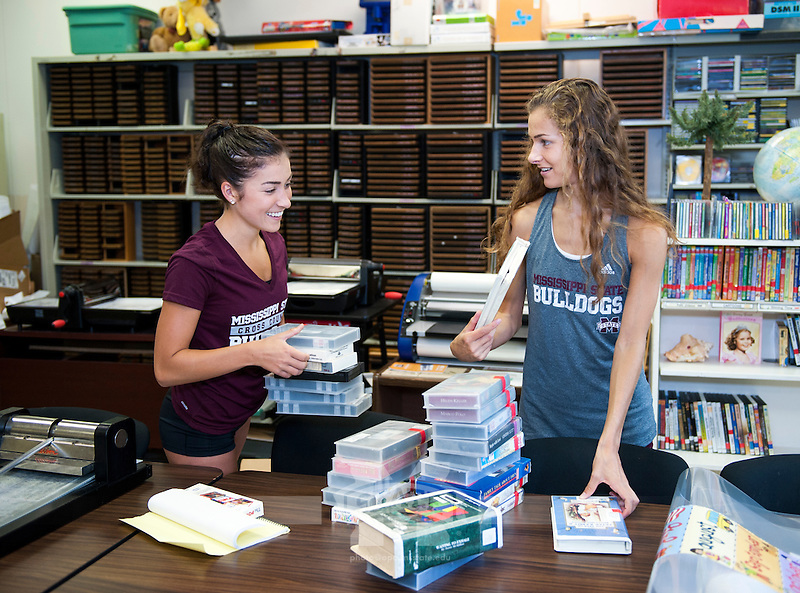 Service DAWGS Day: Getting Organized at Emerson Family School.<br /> (photo by Russ Houston / &copy;  Mississippi State University)