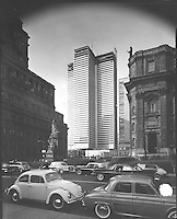 Construction de la Place Ville Marie.<br /> Vers 1962.<br /> Source : Ville de MontrÈal. Gestion de documents et archives, VM94,A432-28.