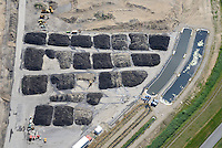 Kreetsand: EUROPA, DEUTSCHLAND, HAMBURG 29.06.2014:  Das IBA-Projekt Kreetsand, ein Pilotprojekt im Rahmen des Tideelbe-Konzeptes der Hamburg Port Authority (HPA), soll auf der Ostseite der Elbinsel Wilhelmsburg zusaetzlichen Flutraum für die Elbe schaffen. Das Tidevolumen wird durch diese strombauliche Massnahme vergroessert und der Tidehub reduziert. Gleichzeitig ergeben sich neue Moeglichkeiten für eine integrative Planung und Umsetzung verschiedenster Interessen und Belange aus Hochwasserschutz, Hafennutzung, Wasserwirtschaft, Naturschutz und Naherholung. Das Projekt Kreetsand wird vor diesem Hintergrund auch einen Teil des IBA-Projekts Deichpark-Elbinsel darstellen. Bei dem Projekt werden diese Aspekte für die gesamte Elbinsel analysiert und vorteilhafte Maßnahmen und Strategien fuer die Kombination der verschiedenen Anforderungen entwickelt.