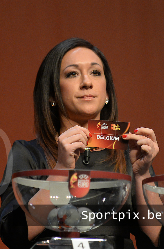 20161108 - ROTTERDAM , NETHERLANDS : Nadine Kessler with the draw of Belgium pictured during the draw of the Women's Euro 2017 tournament , that will be hold between 16 July and 6 Augst 2017. Tuesday 8 th November 2016 ,  PHOTO Dirk Vuylsteke | Sportpix.Be