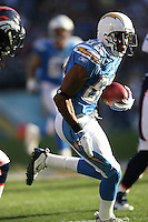 11/27/11 San Diego, CA: San Diego Chargers wide receiver Vincent Brown #86 during an NFL game played between the Denver Broncos and the San Diego Chargers at Qualcomm Stadium. The Broncos defeated the Chargers 16-13 in OT