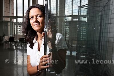 Genève, le 23.08.2010.Mme. Caroline Dayer, formation universitaire en Sciences de l'éducation à Genève en mention Recherche et Intervention. Travail sur les convertions..© Jean-Patrick / Le Courrier