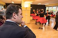 """Bundesarbeitsminister Hubertus Heil (SPD) und die Bochumer Reinigungskraft Susanne Holtkotte besuchten am Mittwoch den 20. November 2019 das Mehrgenerationenhaus """"Kreativhaus e.V."""" in Berlin-Mitte.<br /> Sie wollten mit den Rentnerinnen und Rentnern ueber das Thema Grundrente sprechen.<br /> Heil und Holtkotte hatten im Mai fuer einen Tag die Jobs getauscht, um einen Einblick in das Arbeitsleben des jeweils Anderen zu bekommen.<br /> Im Bild: Die Tanzgruppe """"Silver Dancer"""" zeigt Hubertus Heil Stuecke aus ihrem Repertoire.<br /> 20.11.2019, Berlin<br /> Copyright: Christian-Ditsch.de<br /> [Inhaltsveraendernde Manipulation des Fotos nur nach ausdruecklicher Genehmigung des Fotografen. Vereinbarungen ueber Abtretung von Persoenlichkeitsrechten/Model Release der abgebildeten Person/Personen liegen nicht vor. NO MODEL RELEASE! Nur fuer Redaktionelle Zwecke. Don't publish without copyright Christian-Ditsch.de, Veroeffentlichung nur mit Fotografennennung, sowie gegen Honorar, MwSt. und Beleg. Konto: I N G - D i B a, IBAN DE58500105175400192269, BIC INGDDEFFXXX, Kontakt: post@christian-ditsch.de<br /> Bei der Bearbeitung der Dateiinformationen darf die Urheberkennzeichnung in den EXIF- und  IPTC-Daten nicht entfernt werden, diese sind in digitalen Medien nach §95c UrhG rechtlich geschuetzt. Der Urhebervermerk wird gemaess §13 UrhG verlangt.]"""