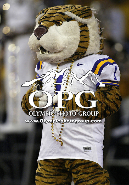 Sep 05, 2009:  The LSU mascot Mike the Tiger was on hand at Husky stadium.  LSU defeated the University of Washington 31-23 at Husky Stadium in Seattle, Washington..