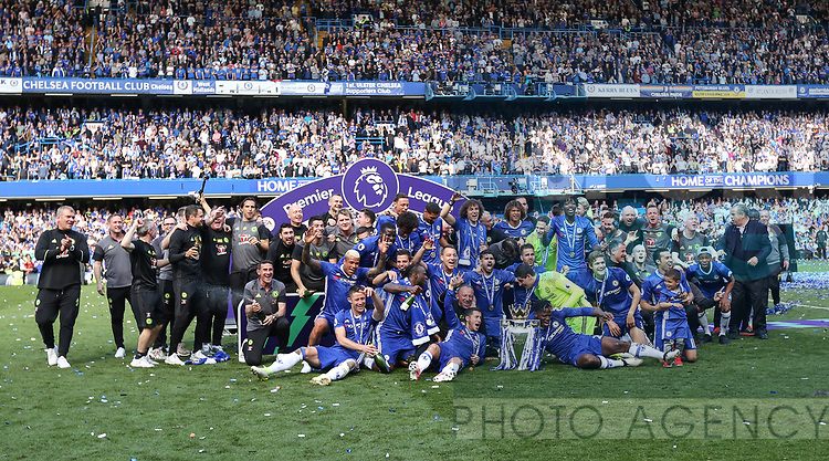 Chelsea's players celebrate with the trophy during the Premier League match at Stamford Bridge Stadium, London. Picture date: May 18th, 2017. Pic credit should read: David Klein/Sportimage