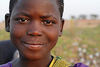 Afrika Ostafrika Tanzania Tansania ,Maedchen in einem Dorf in Meatu - Menschen Kinder xagndaz | <br /> Africa east africa Tanzania , young girl in village in Meatu district - people <br /> | [ copyright (c) Joerg Boethling / agenda , Veroeffentlichung nur gegen Honorar und Belegexemplar an / publication only with royalties and copy to:  agenda PG   Rothestr. 66   Germany D-22765 Hamburg   ph. ++49 40 391 907 14   e-mail: boethling@agenda-fototext.de   www.agenda-fototext.de   Bank: Hamburger Sparkasse  BLZ 200 505 50  Kto. 1281 120 178   IBAN: DE96 2005 0550 1281 1201 78   BIC: &quot;HASPDEHH&quot; , Nutzung nur f&uuml;r redaktionelle Zwecke, bitte um R&uuml;cksprache bei Nutzung zu Werbezwecken! ] [#0,26,121#]