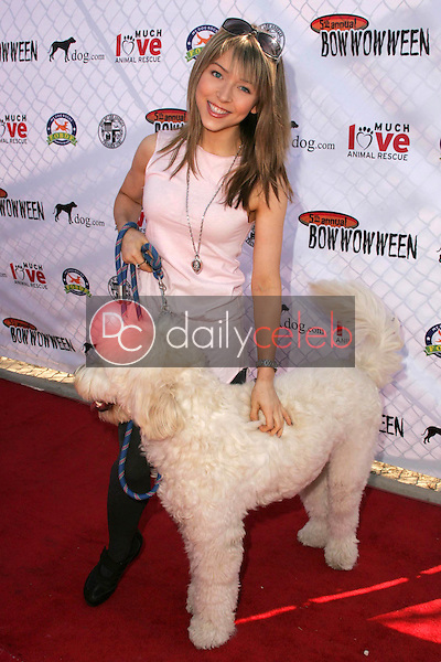 Ashley Peldon<br />at The 5th Annual BowWowWeen Benefit Presented by Dog.com. Barrington Dog Park, Los Angeles, CA. 10-29-06<br />Dave Edwards/DailyCeleb.com 818-249-4998