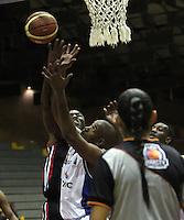 BOGOTA -COLOMBIA, 24 -ABRIL -2015. Arboleda (Der)  de Guerreros de Bogota disputa el balon con Smith de Manizales Once Caldas durante partido de la decimonovena fecha  de la Liga DIRECTV de baloncesto 2015 jugado en el coliseo el Salitre .Guerreros se impuso 94-82 a Manizales Once Caldas . / Arboleda (R)  of Guerreros of Bogota in action against Smith  of  Manizales Once Caldas  during  game of  the 19th round of the liga  DIRECTV 2015 of Basketball  played at the Coliseum Salitre .Guerreros won 94-82 to Manizales Once Caldas. Photo / VizzorImage / Felipe Caicedo  / Staff