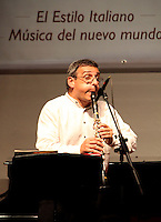 CARTAGENA-COLOMBIA-07-01-2013.  El clarinetista Gabriele Mirabassi  se presenta en el claustro de La Merced de ia universidad de Cartagena en el VII Festival Internacional de Musica de Cartagena. The clarinetist Gabriele Mirabassi presented in the cloister of La Merced University of Cartagena ia in the VII International Music Festival of Cartagena. (Photo: VizzorImage)..