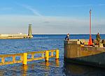 Wejście do portu w Gdyni, falochron mariny,