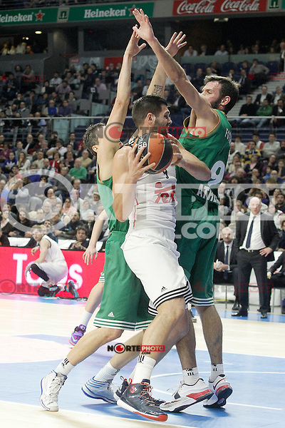 Real Madrid's Felipe Reyes (c) and Panathinaikos Athens' Dimitris Diamantidis (l) and Antonis Fotsis during Euroleague match.January 22,2015. (ALTERPHOTOS/Acero) /NortePhoto<br />