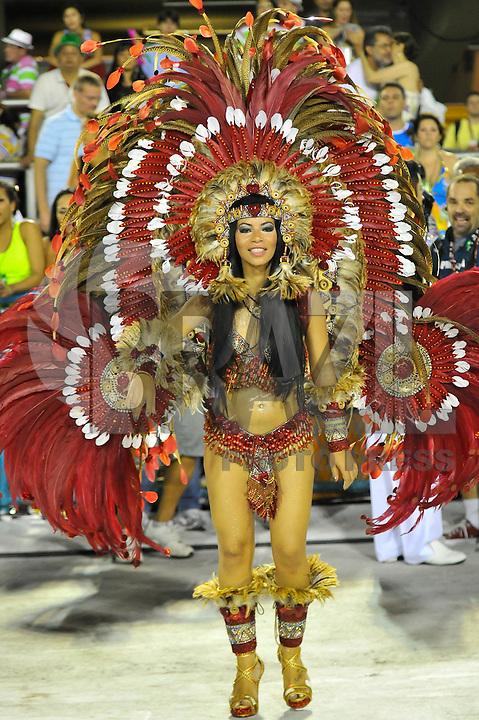 RIO DE JANEIRO, RJ, 20 DE FEVEREIRO DE 2012 - Desfiles das Escolas de Samba do Grupo Especial -  Integrantes da Grande Rio durante o desfile da escola na Marquês de Sapucaí. FOTO GLAICON EMRICH - AGÊNCIA BRAZIL PHOTO PRESS
