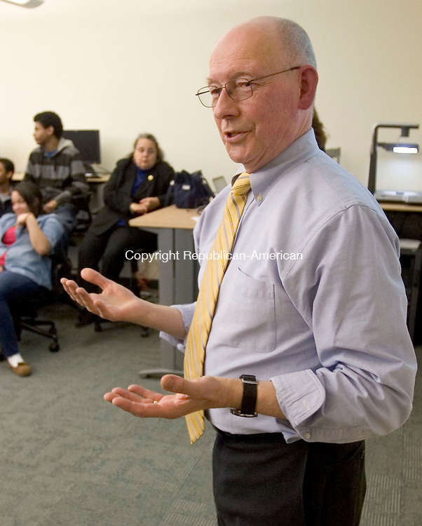 WATERBURY CT. 05 April 2014-040514SV03-Chuck Lasky, Naugatuck Valley Community College professor, teaches a cell phone applications class to high school students at the college in Waterbury Saturday. <br /> Steven Valenti Republican-American