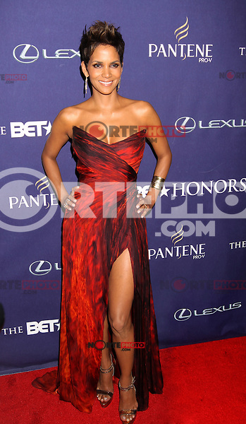 WASHINGTON, D.C. - JANUARY 12: Halle Berry on the red carpet at the BET Honors at the Warner Theatre in Washington, D.C. January 12, 2013. Credit: mpi34/MediaPunch Inc. /NortePhoto