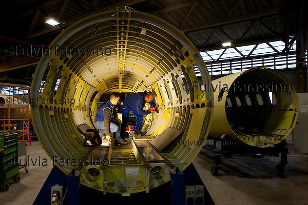 12 gennaio 2012, ore 15,40,Genova Sestri, Piaggioaero - Carpenteria aeronautica dove avviene l'assemblaggio delle tre parti della fusoliera   del velivolo P. 180 Avanti II