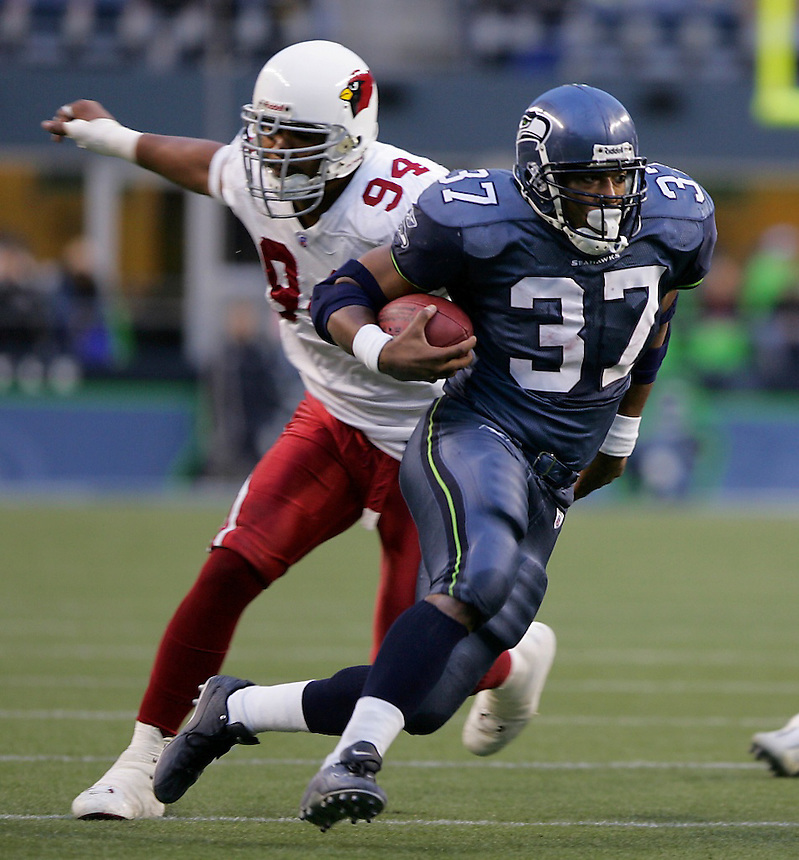 Seahawks running back Shaun Alexander (37) makes a touchdown run as Arizona's Peppi Zellner(94) can't catch up. Arizona Cardinals vs. Seattle Seahawks at Qwest Field in Seattle on Sunday Dec. 26, 2004. Photo by Kevin P. Casey/WireImage.com