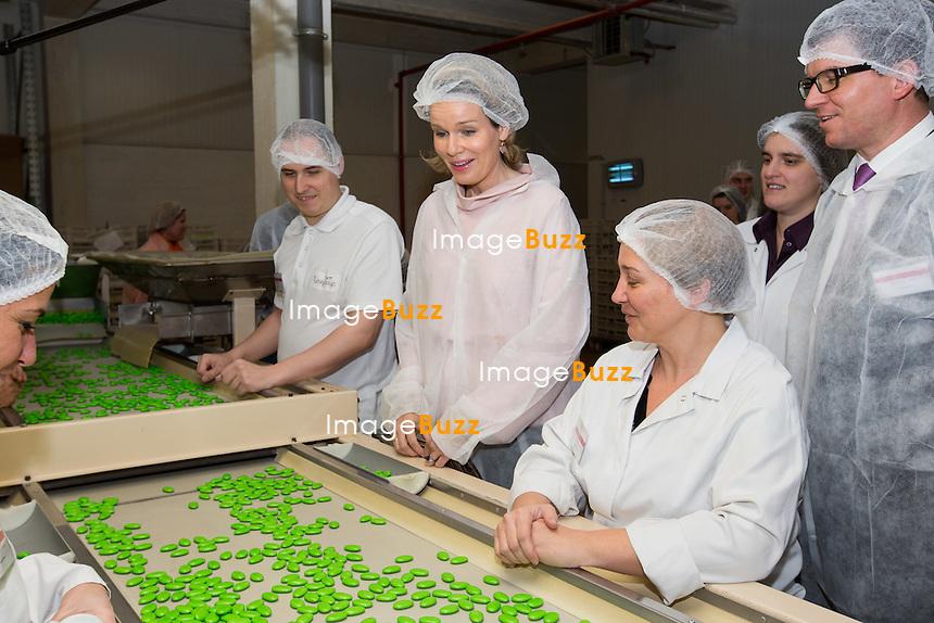 La Reine Mathilde de Belgique lors d'une visite de l&rsquo;entreprise Vanparys, sp&eacute;cialis&eacute;e dans la production des drag&eacute;es et d&acute;autres produits de confiserie. Vanparys c&eacute;l&egrave;bre cette ann&eacute;e son 125e anniversaire. <br /> Belgique, Bruxelles, 2 d&eacute;cembre 2014.<br /> Queen Mathilde of Belgium during a visit at the ' Vanparys ' factory, a  company that produces chocolate and sugar coated confections (i.e. almonds, nuts etc.), but  particularly known for its drag&eacute;es (sugar-coated chocolate and almonds).<br /> Belgium, Brussels, 2 December 2014.