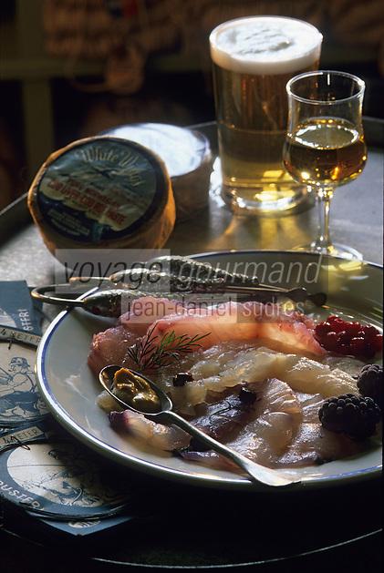 "Europe/Norvège/Iles Lofoten/Svolvaer : Restaurant ""Svinoya Borsen Rorbuer"" - Skrei-cabillaud mariné à l'aquavit et ses baies sauvages"
