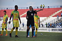 MONTERÍA - COLOMBIA, 13-10-2018: Edilson Ariza Moreno referee central del encuentro entre Jaguares de Córdoba y Atlétco Huila  durante partido por la fecha 14 de la Liga Águila II 2018 jugado en el estadio Municipal Jaraguay de Montería . / Central referee Edilson Ariza Moreno during match Jaguares of Cordoba and Atletico Huila during the match for the date 14 of the Liga Aguila II 2018 played at Municipal Jaraguay Satdium in Monteria City . Photo: VizzorImage /Andrés Felipe López  / Contribuidor.