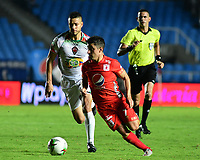 CALI - COLOMBIA, 25-07-2019: Matias Pisano del América disputa el balón con Kelvin Osorio de Patriotas durante partido por la fecha 3 de la Liga Águila II 2019 entre América de Cali y Patriotas Boyacá jugado en el estadio Pascual Guerrero de la ciudad de Cali. / Matias Pisano of America struggles the ball with Kelvin Osorio of Patriotas during match for the date 3 as part of Aguila League II 2019 between America de Cali and Patriotas Boyaca played at Pascual Guerrero stadium in Cali. Photo: VizzorImage / Nelson Rios / Cont