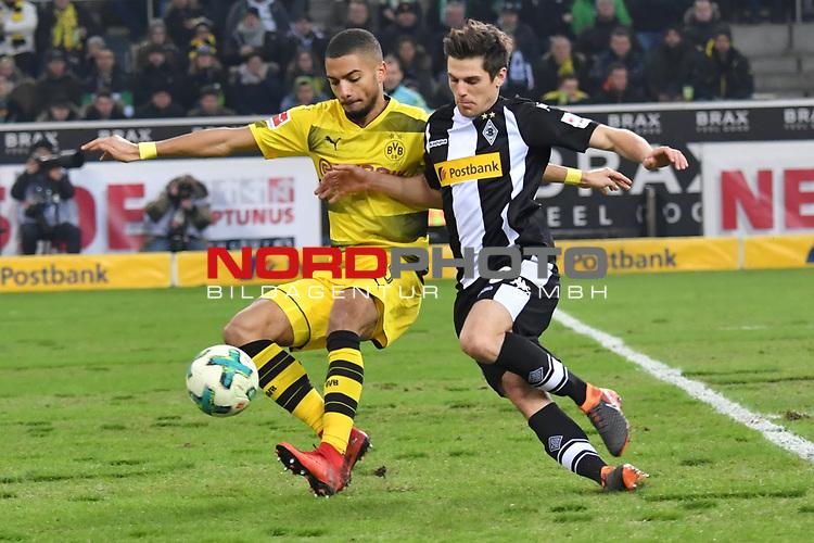18.02.2018, Borussia Park, M&ouml;nchengladbach, GER, 1. FBL., Borussia M&ouml;nchengladbach vs. Borussia Dortmund<br /> <br /> im Bild / picture shows: <br /> re Jonas Hofmann (Gladbach #23),   im Zweikampf gegen  Jeremy Toljan (Borussia Dortmund #15), <br /> <br /> Foto &copy; nordphoto / Meuter