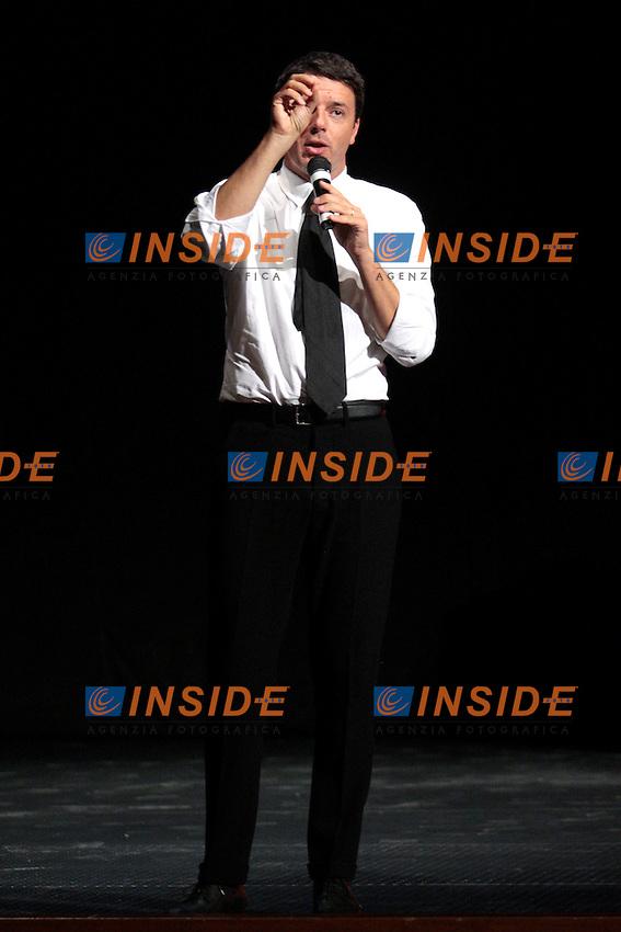 """Roma 24/09/2012 Matteo Renzi arriva a Roma con il suo camper itinerante durante la sua campagna elettorale in vista delle primarie. Il suo slogan e' """"Adesso!""""..Photo Samantha Zucchi Insidefoto"""