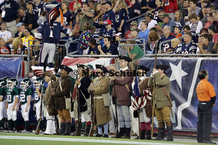 Die Minute-Man, Maskottchen der Patriots, stehen bereit - New England Patriots vs. Tampa Bay Buccaneers, Gilette Stadium Foxboro