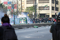 SAO PAULO, SP, 07.09.2013 - PROTESTO 7 DE SETEMBRO SP - Manifestantes em confronto com a Policia em frente a Camara dos vereadores de São Paulo, na Zona Central da capital paulista, neste sábado, 7 de Setembro.(Foto: Marcelo Brammer / Brazil Photo Press).