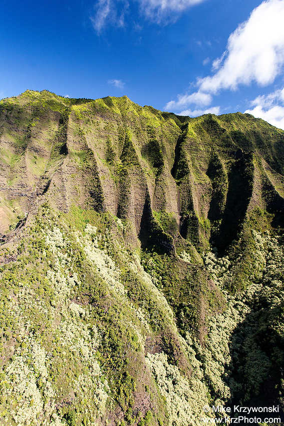 Green mountain cliff, Na Pali coast, Kauai