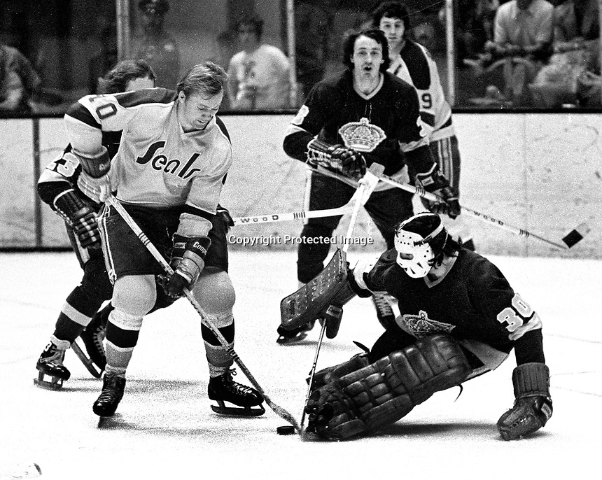 Seals Stan Gilbertson against the Los Angeles Kings goalie Rogalien Vachon..(1973-74 photo/Ron Riesterer)