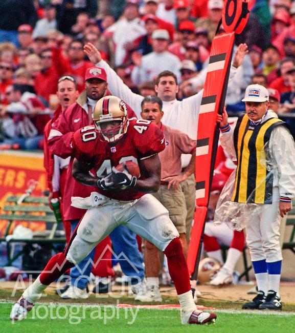 San Francisco 49ers vs. Carolina Panthers at Candlestick Park Sunday, November 16, 1997.  49ers beat Panthers  27-19.  San Francisco 49ers full back William Floyd (40) catches pass.